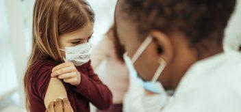孩子得到疫苗